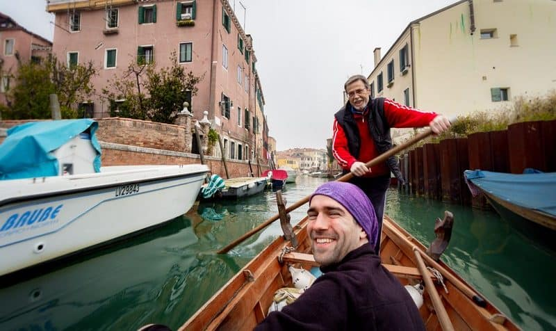 Hitchhiking a gondola in Venice - Journal of Nomads