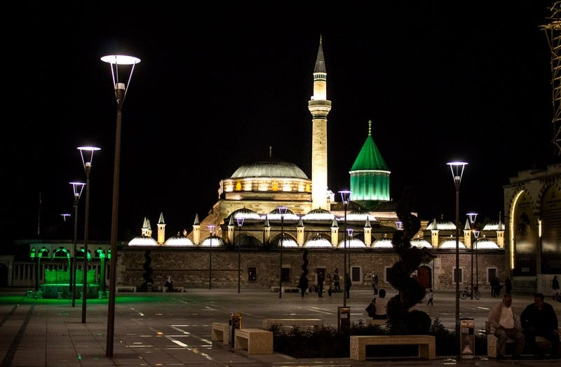 Awesome places to hitchhike in Turkey - Konya -Rumi - Journal of Nomads