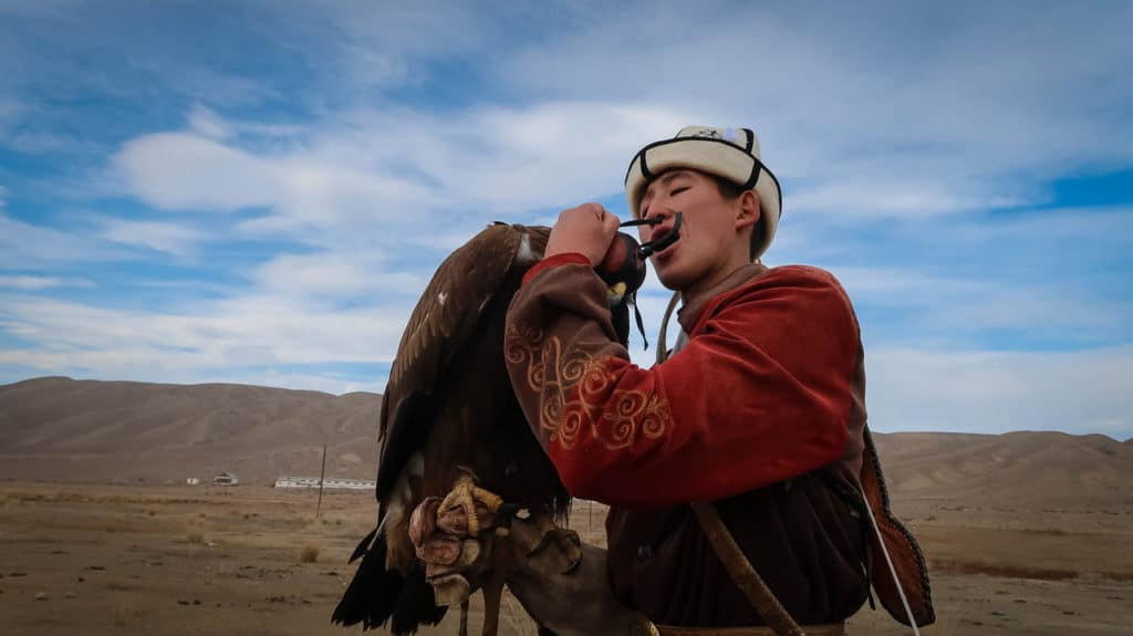 The Golden Eagle Hunters of Kyrgyzstan – About the ancient tradition of eagle hunting & where to see it – Journal of Nomads
