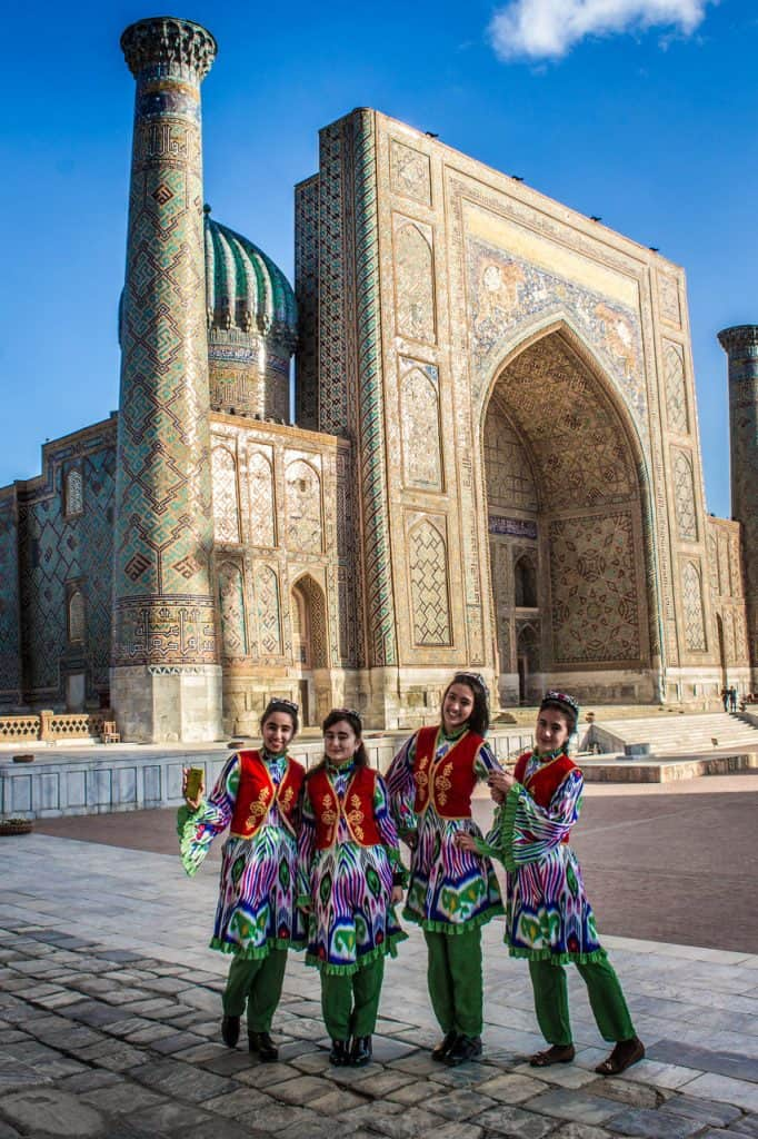 Travel Uzbekistan - traditional clothing - Journal of Nomads