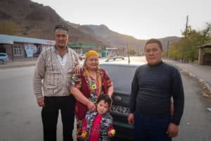 The Ultimate Travel guide for backpacking in Kyrgyzstan - Journal of Nomads - people of Kyrgyzstan
