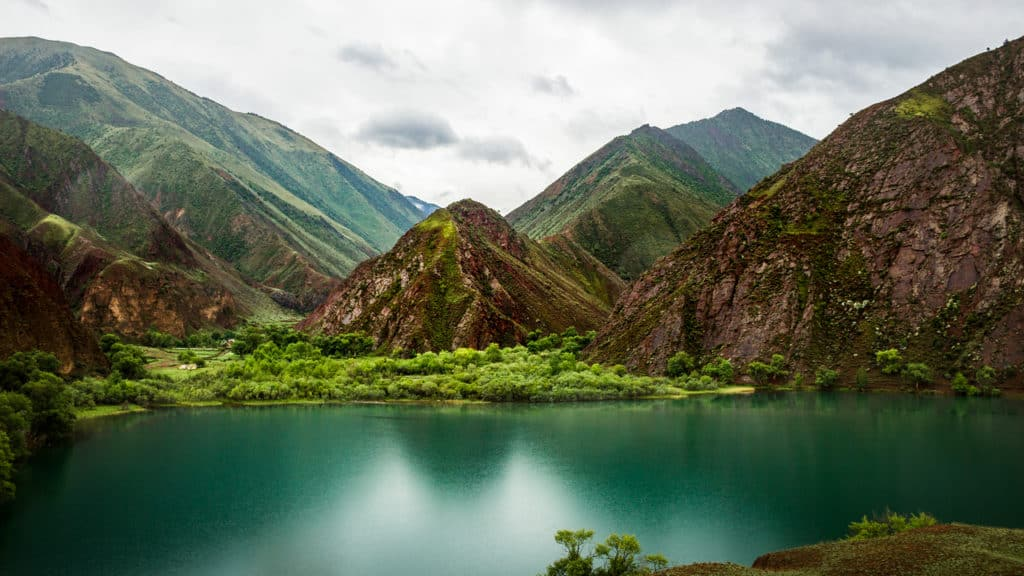 28 top things to do in Kyrgyzstan - Journal of Nomads - beautiful mountain lakes