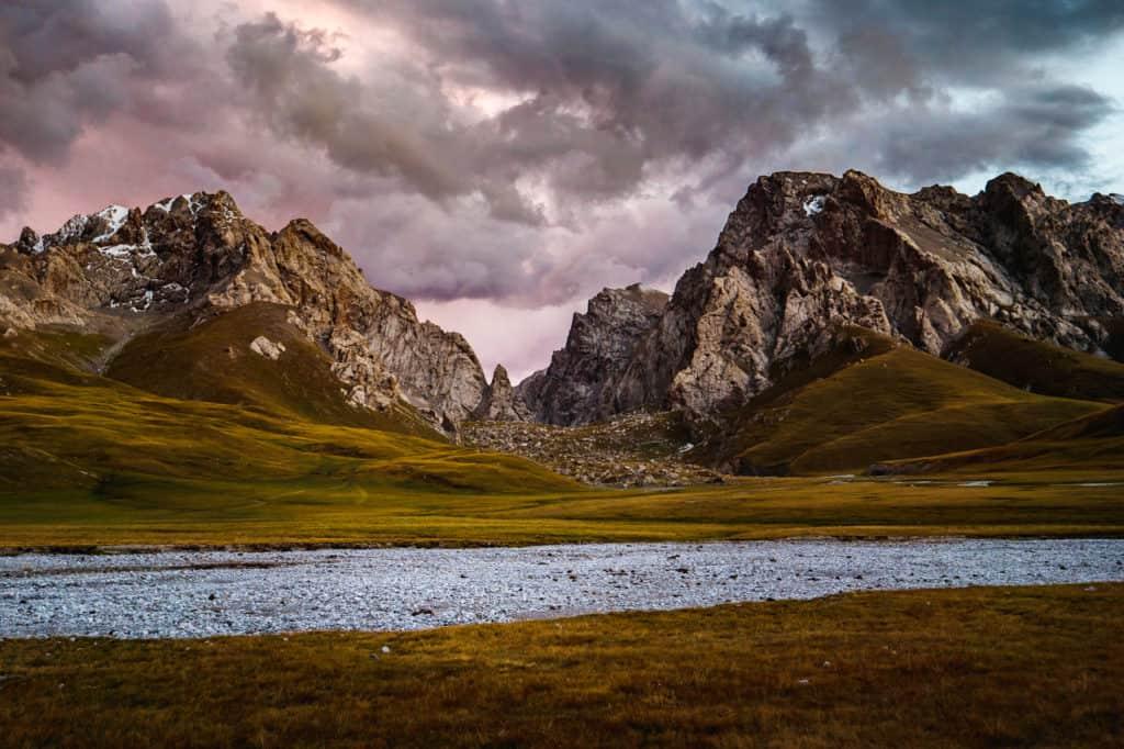 Hiking to Kel Suu lake - Journal of Nomads