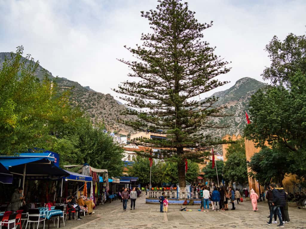 Plaza Uta El-Hammam - Things to do in and around Chefchaouen, the Blue City of Morocco - streets of Chefchaouen - Get lost in the streets of Chefchaouen - Journal of Nomads