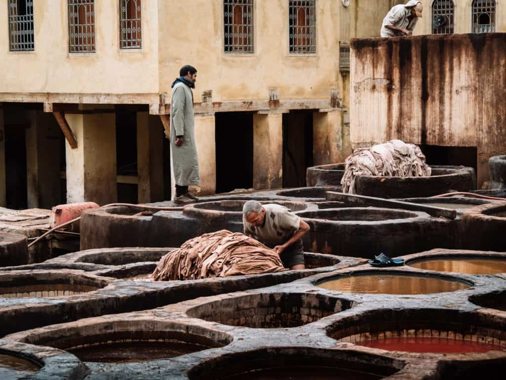 dyeing the hides in leather tanneries of Fez - Journal of Nomads