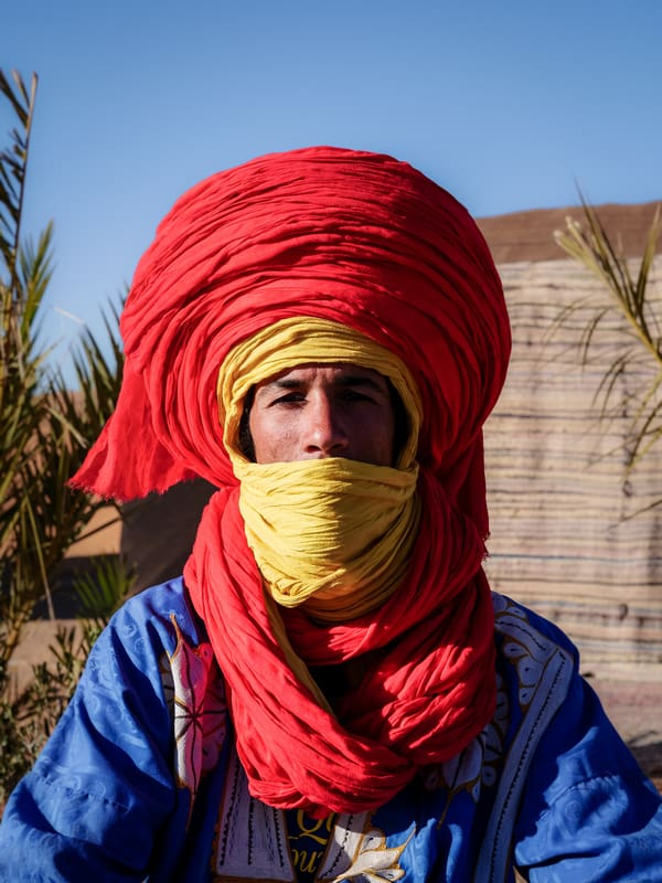 Portrait Moroccan nomad man in Sahara desert Merzouga Morocco - Journal of Nomads