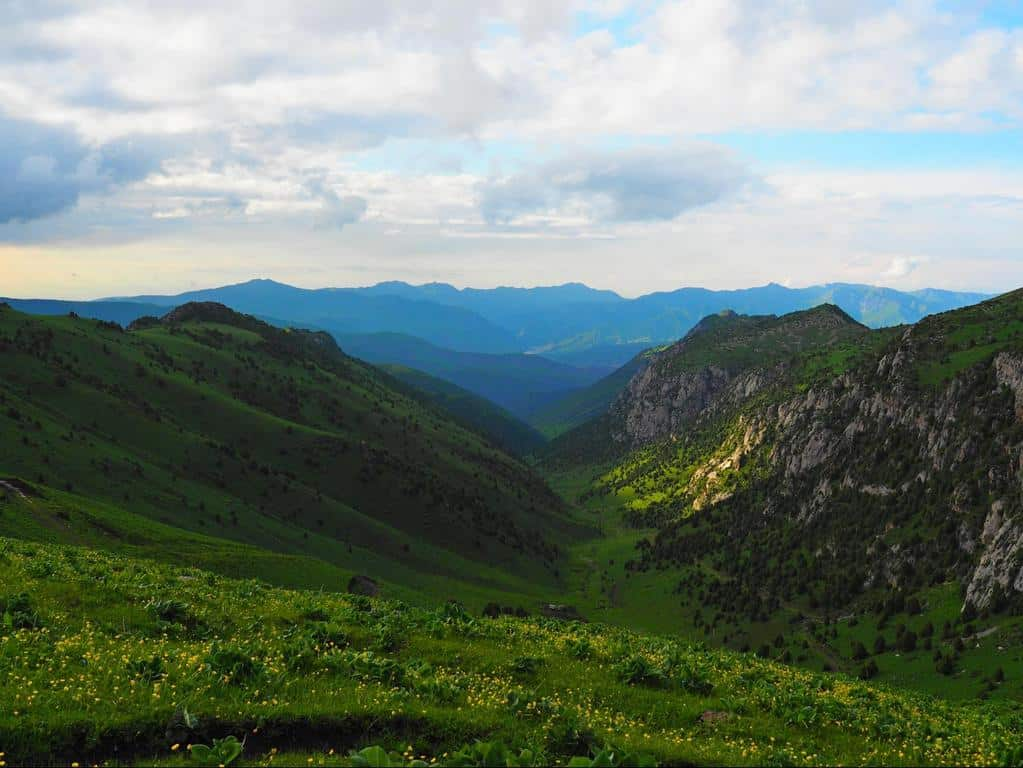 hiking near Osh Kyrgyzstan - beautiful jailoo in Kyrgyzstan - Journal of nomads