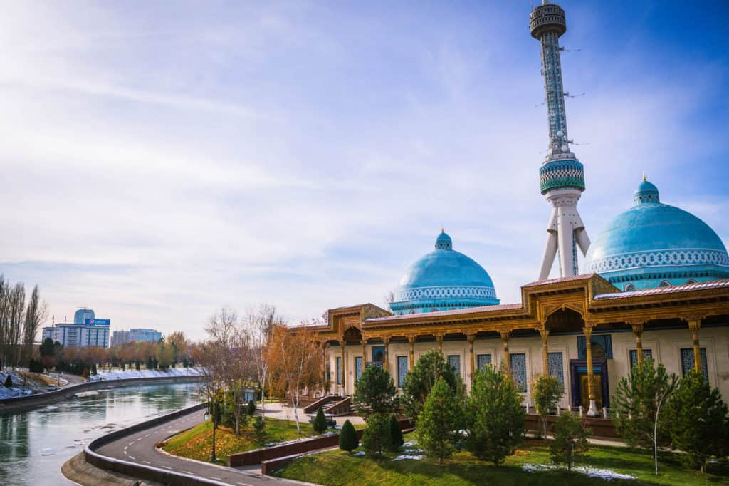How to get from Almaty to Tashkent: crossing the Kazakhstan – Uzbekistan border