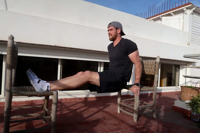 calisthenic hotel workout